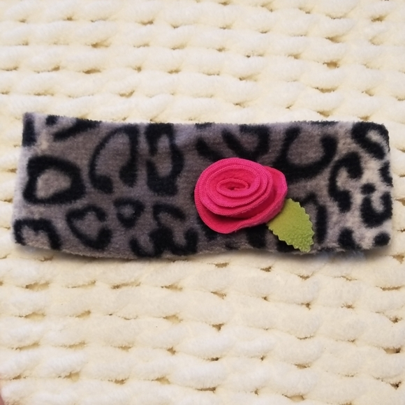 Mack & Co. Other - Toddler ear wrap gray leopard cheetah flower pink